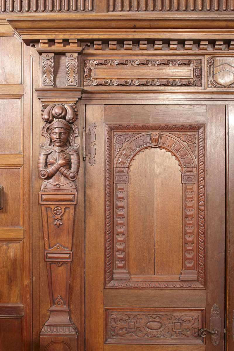 Naumburg-Suite-Harvard-Art-Museums-Detail-figure-within-pilaster-of-ornate-door-surround-RESIZED