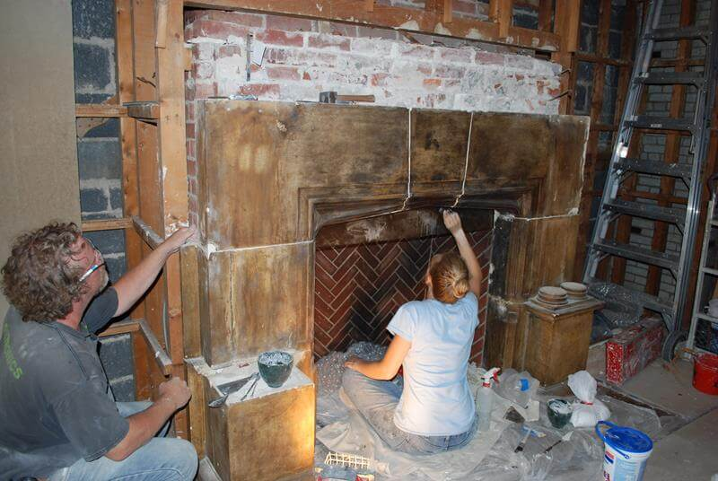 Naumburg-Suite-Harvard-Art-Museums-Plasterers-during-the-deinstallation-of-the-fireplace-RESIZED